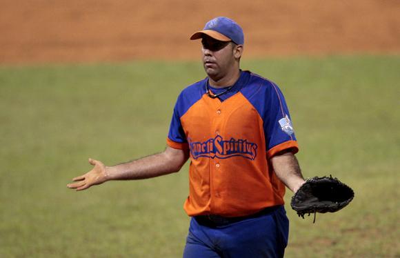 Ismel perdió concentración protestándole al árbitro. Foto: Ismael Francisco/Cubadebate.