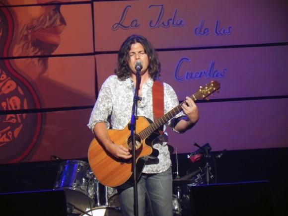 Otro de los premios internacionales le fue conferido al popular cantante y compositor italiano, Gianlucas Griñani, quien formó parte del elenco artístico y fue muy ovacionado por el público, en su presentación..Foto Marianela Dufflar