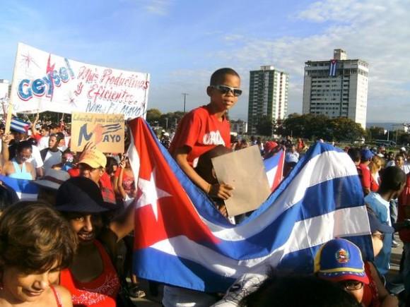 Desfile por el Primero de Mayo, Día Internacional de los Trabajadores, en Guantánamo, Cuba, el 1 de mayo de 2012. AIN FOTO/Ariel SOLER