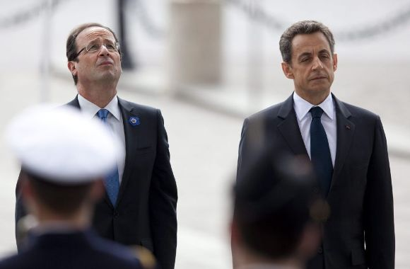El socialista François Hollande, presidente electo de Francia y el conservador Nicolas Sarkozy, aún jefe del Estado galo, participan en un acto de homenaje a los caídos por Francia y en conmemoración del armisticio que puso fin a la II Guerra Mundial. Foto: EFE