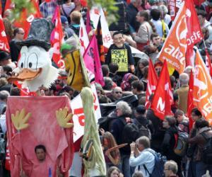 Vista de la manifestación anticapitalista convocada en Fráncfort (Alemania)
