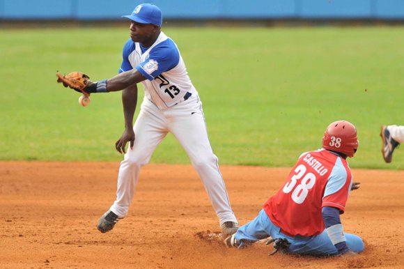 Primer juego de la Gran Final entre Industriales y Ciego de Ávila. Foto: Yamil Lage/Cubadebate
