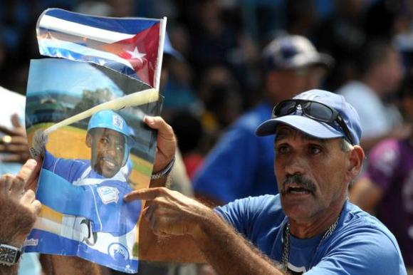 El equipo de Matanzas igualó a dos la serie de play off occidental frente a Industriales, al derrotarlo cuatro carreras por dos, en el estadio Latinoamericano, en La Habana. Foto: Marcelino Vázquez Hernández/AIN