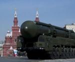 El lanzador del misil balístico intercontinental ruso Topol, en la Plaza Roja de Moscú Foto: AFP/Archivo, Natalia Kolesnikova)