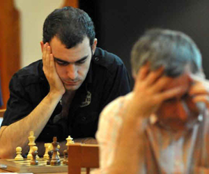 Ivanchuk (en primer plano) y Leinier, los favoritos al trono.