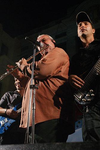 Pedro (flautista y fundador) y Alexander (bajo). Foto: César Gómez Chacón