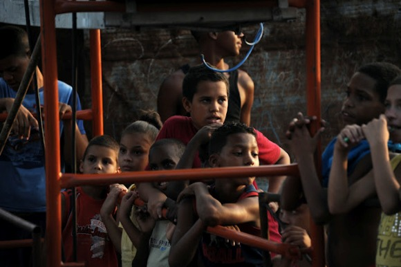 Concierto en Moro-Portocarrero, una localidad de Mantilla, La Habana. Foto: Silvio Rodríguez