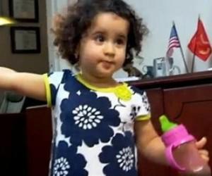 La pequeña Riyanna fue considerada pasajero non gratos. Foto: RT