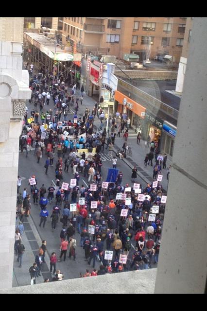 Occupy Wall Street marcha por el Primero de Mayo. Foto: TwitPic