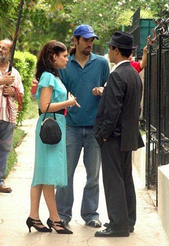 Durante un rodaje, Pedro Luis Rodríguez al centro.