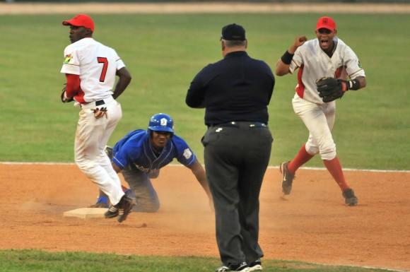 Segundo Juego del Play Off Occidental de la 51 Serie Nacional de Béisbol entre Matanzas e Industriales/ Foto Ricardo López Hevia