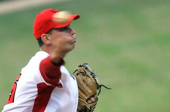 Yoel Suárez, pitcher ganador Segundo Juego del Play Off Occidental de la 51 Serie Nacional de Béisbol entre Matanzas e Industriales/ Foto Ricardo López Hevia