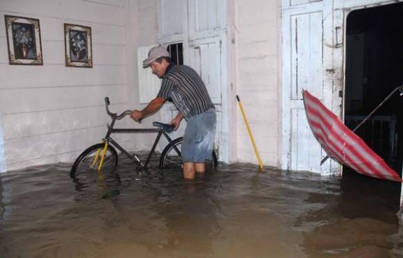 Inundaciones por causa de las lluvias en Yaguajay, Sancti Spíritus, Cuba, el 24 de mayo de 2012. AIN FOTO/Oscar ALFONSO SOSA