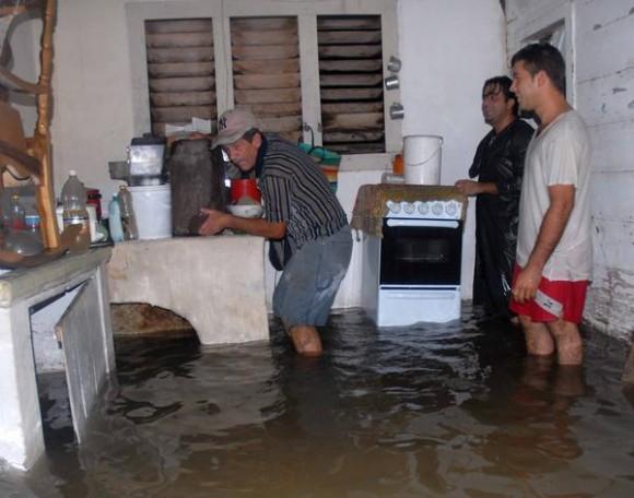 Inundaciones por causa de las lluvias en Yaguajay, Sancti Spíritus, Cuba, el 24 de mayo de 2012. AIN FOTO/Oscar ALFONSO SOSA/