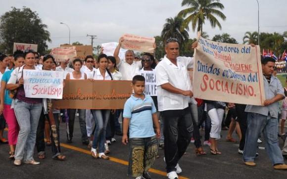 Los espirituanos conmemoraron este Primero de Mayo y reclamaron la libertad para Los CINCO Héroes cubanos prisioneros del imperio, en Sancti Spíritus, Cuba, el 1 de Mayo de 2012. AIN FOTO/Oscar ALFONSO SOSA