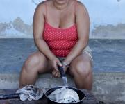 """En Reina """"si estás un poquito 'apurado', sales, coges unas jaibas, algún pescado, y ya tienes la comida"""". Foto: Alejandro Ramírez Anderson/ Cubadebate"""