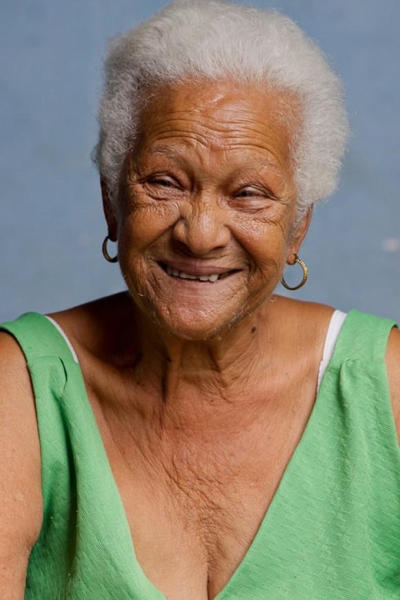 Una mujer feliz de tener tres hijos y ocho nietos, que solo le pide al destino mucha salud para seguir viviendo y apoyando a Cuba.