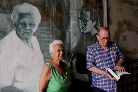 Lo que cierto escritor habría llamado un pliegue del tiempo: reencuentro, feliz segunda coincidencia. Foto: Alejandro Ramírez Anderson/ Cubadebate