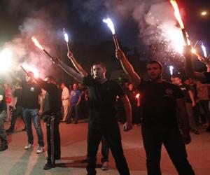 Simpatizantes de Aurora Dorada, celebrando el triunfo electoral. Foto: EFE.