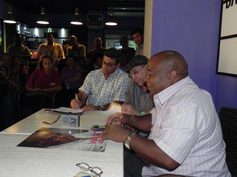 Waldo Mendoza explicó la importancia de la producción musical de Manolito Simonet. Foto Marianela Dufflar.