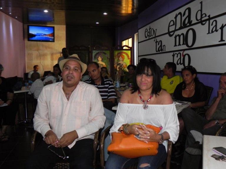 """Asistieron a la presentación del disco  """"desde La Habana"""", Tania Pantoja, quien participa en esta producción y Arnaldo Rodríguez. Foto: Marianela Dufflar."""