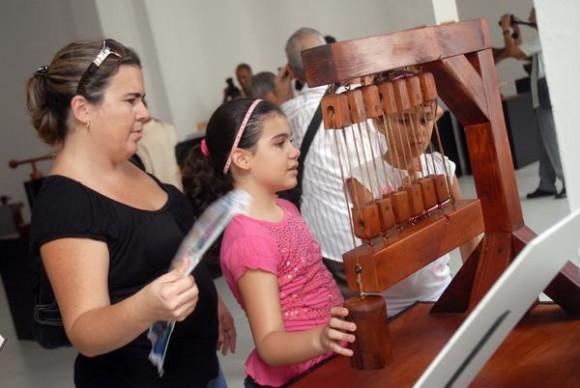 """Exposición permanente """"El ingenio de Leonardo da Vinci"""" en el Salón Blanco del Museo de Arte Sacro, ubicado en el Convento de San Francisco de Asís, en La Habana Vieja, Cuba, el 28 de junio de 2012. AIN/FOTO  Yaciel PEÑA DE LA PEÑA"""