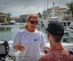 La nadadora Penny Palfrey se disponía a lograr un récord al cruzar el estrecho de la Florida el viernes, una travesía de 166 kilómetros (103 millas) a nado sin ayuda que pone a prueba los límites de la resistencia humana y la voluntad del alta mar. Foto: AFP
