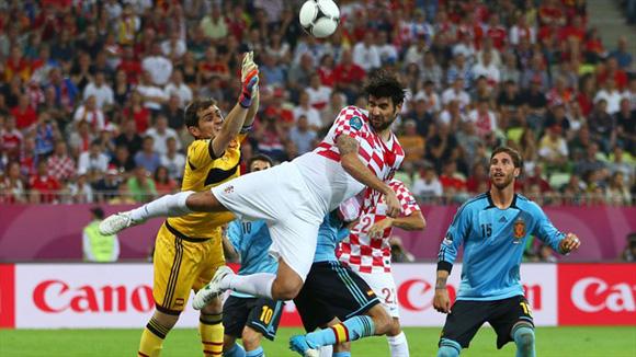 Peligro en el área. Foto: UEFA.