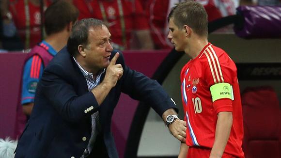 Advocaat y Arshavin, los cerebros de Rusia. Fotos: UEFA.