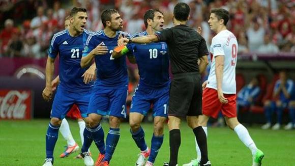 Velasco Carballo se pasó de riguroso. Foto: UEFA.
