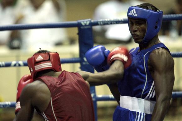 El cubano Julio Cesar La Cruz de azul gano la división de los  81 kg frente al tambien local Yaikel Kindelan. Foto: Ismael Francisco/Cubadebate.