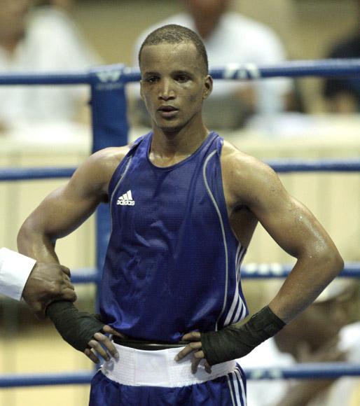El cubano Roniel Iglesias de azul en la division de los 64 kg derroto al sueco Anthony Yigit. Foto: Ismael Francisco/Cubadebate.