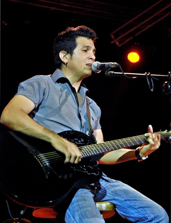Yoel Martínez, guitarrista y segunda voz del dúo Buena Fe. Foto:Anabel Díaz Mena/Cubadebate
