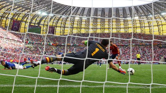 Cabezazo de Motta, paradón de Casillas. Foto: UEFA.