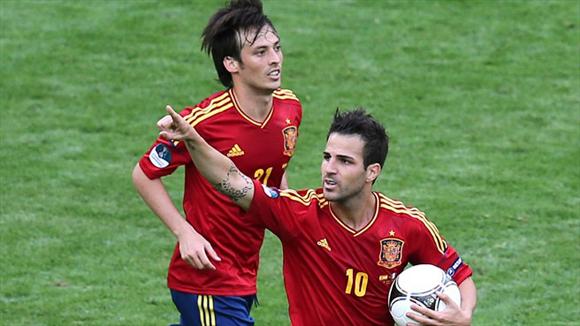 """Cesc, un falso """"9"""", emparejó el score. Foto: UEFA."""