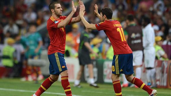 No bien entró en el campo, Cesc aportó movilidad. Foto: UEFA.