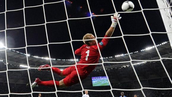 De Rossi sacudió el poste. Foto: UEFA.