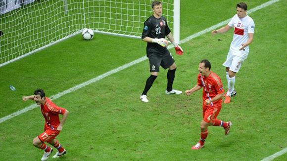 """Dzagoev """"la peinó"""" magistralmente. Fotos: UEFA."""