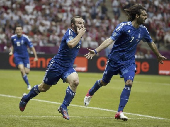 El jugador de Grecia Dimitris Salpigidis tras anotar el gol del empate.