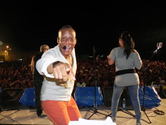 Elito Revé  y su Charangón dieron apertura al concierto. Foto Marianela Dufflar