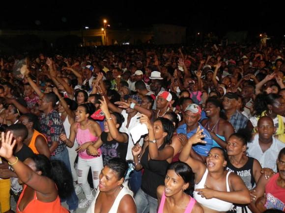Más de 40 mil guantanameros disfrutaron del memorable concierto. Foto Marianela Dufflar.