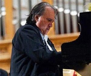 Homenaje del maestro Frank Fernández a Frank País