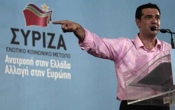 Alexis Tsipras, líder de Syriza, habla a sus seguidores. Foto: AP
