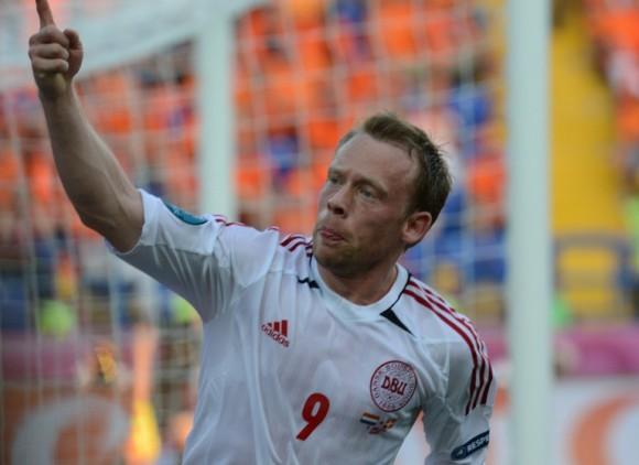 El mediocampista danés Michael Krohn-Dehli festeja el gol de la victoria