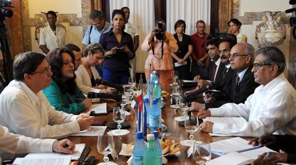 Bruno Rodríguez  canciller de Cuba recibe a su homólogo de la India S. M. Krishna, en el Ministerio de Relaciones Exterionres de Cuba.  Foto: Ismael Francisco/Cubadeabte.