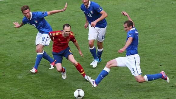 Iniesta fue un vendaval. Foto: UEFA.