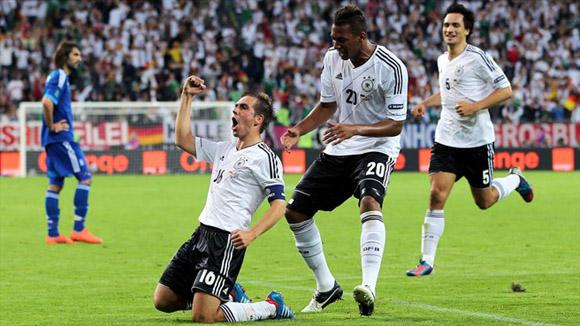 Lahm rompió el equilibrio inicial. Foto: UEFA.