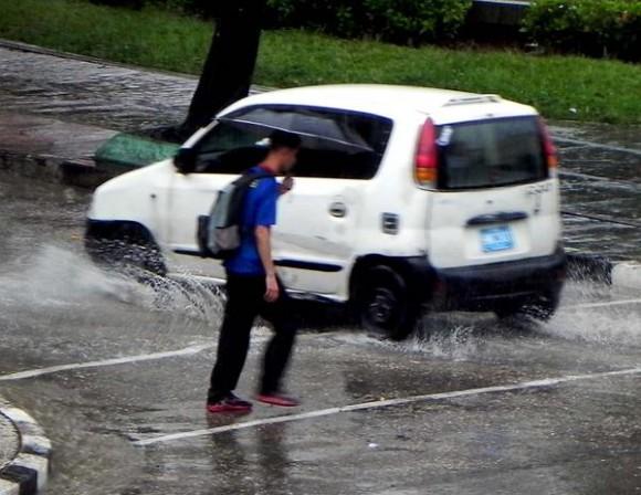 Día lluvioso en La Habana, Cuba. AIN FOTO/Tony HERNÁNDEZ MENA