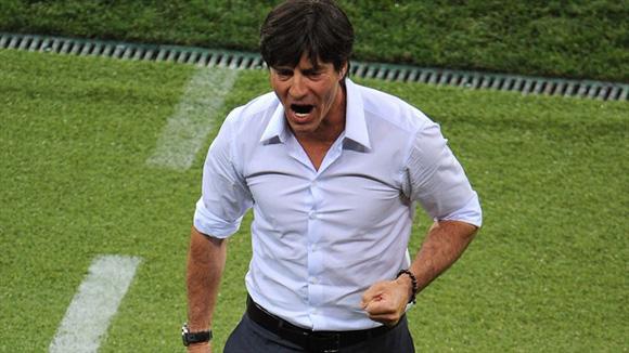 Low, mano firme y mente lúcida. Foto: UEFA.