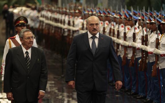 Recibe Raúl Castro presidente cubano  a su homólogo de Belarús, Alexander Lukashenko, en el Palacio de la Revolución. Foto: Ismael Francisco/Cubadebate.